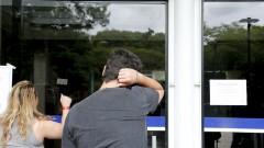 Candidato chega atrasado. Primeira fase do Vestibular da Fuvest. Candidatos aguardam a abertura dos portões. 2017/11/26 Foto Marcos Santos/USP Imagens