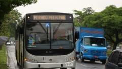 ônibus circular trafegando pelas ruas do Campi