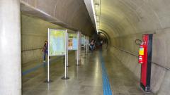 Exposição de painéis sobre doenças tropicais no metrô de São Paulo