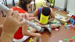 Crianças brincando na Associação Lugar de Vida. Foto: Marcos Santos/USP Imagens