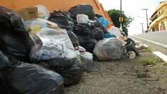 Falta de coleta de lixo em Ferraz de Vasconcelos - SP. Foto: Marcos Santos/USP Imagens