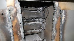 Caixa eletrônico arrombado por corte com solda - Foto: Pedro Bolle / USP Imagens