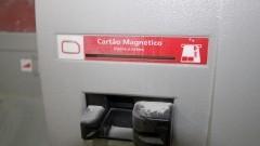 Entrada de cartão magnético de caixa eletrônico furtado - Foto: Pedro Bolle / USP Imagens