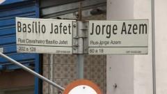 Detalhe das placas da Rua Basílio Jafet cruzamento com a Rua Jorge Azem, no Centro de São Paulo. Foto: Pedro Bolle / USP Imagens
