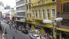 Detalhe de comércios na região da Rua 25 de Março, no Centro de São Paulo. Foto: Pedro Bolle / USP Imagens
