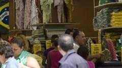 Detalhe de comércio (loja de tecidos) nas proximidades da Rua 25 de Março no Centro de São Paulo. Foto: Pedro Bolle / USP Imagens