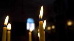 Detalhe de velas acesas no interior da Igreja Ortodoxa de Nossa Senhora (bairro Centro) da cidade de São Paulo. Fotos: Pedro Bolle / USP Imagens