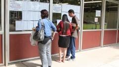 Vestibular 2013. candidatos conferem a lista de candidatos. Foto: Marcos Santos/USP Imagens