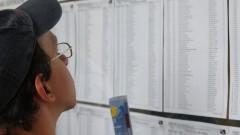 Candidatos verificam lista no Prédio da Poli Civil. Foto: Marcos Santos/USP Imagens