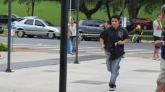 Candidato corre para fazer a prova da FUVEST. Foto: Marcos Santos